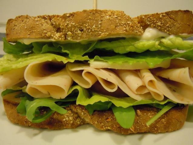 sandwich-pechuga-pollo-queso-L-vGuvXx